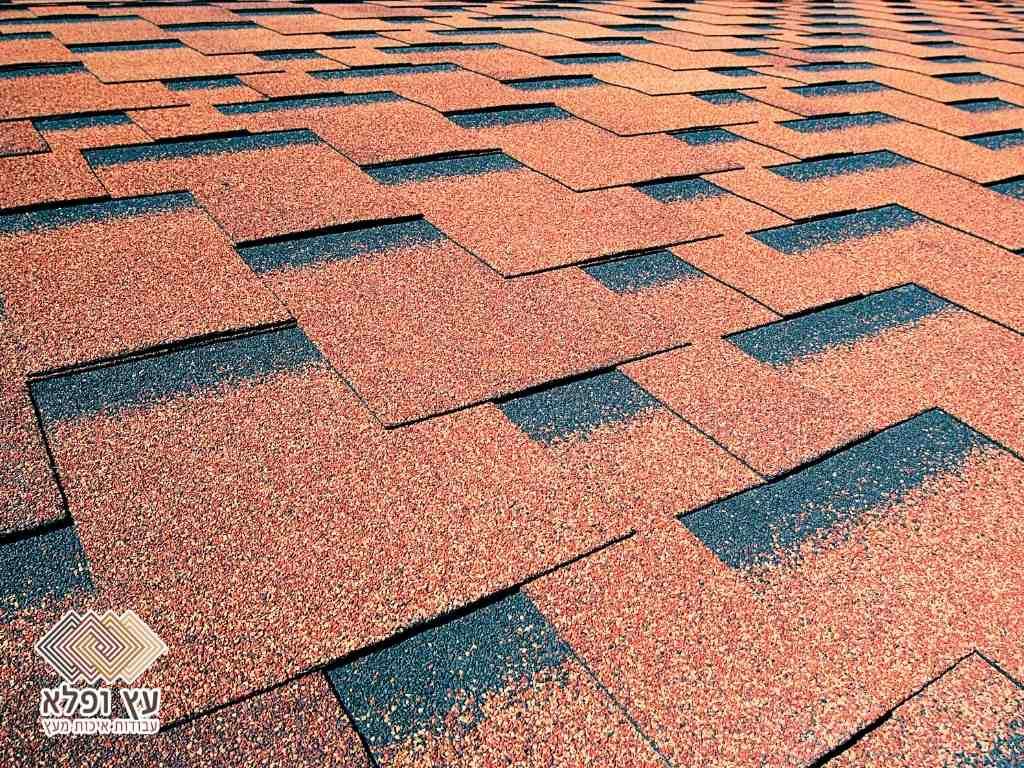 גג מעץ עם שינגלס